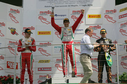 Podium race 1: tweede plaats Mick Schumacher, Prema Powerteam, winnaar Juan Manuel Correa, Prema Pow