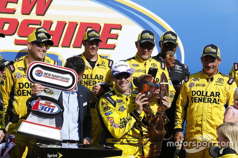 Na NASCAR Sprint Cup, Matt Kenseth apareceu no final da prova para conquistar a segunda vitória em 2016.