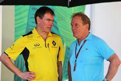 Alan Permane, Director de operaciones de Renault Sport F1 Team con Jonathan Palmer