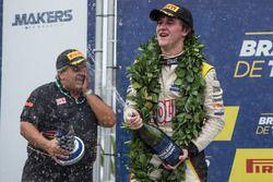 Lukas Moraes comemora vitória