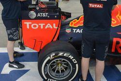 Часть заднего антикрыла Red Bull Racing RB12