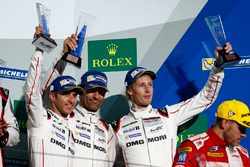 Podium: terceros #1 Porsche Team Porsche 919 Hybrid: Timo Bernhard, Mark Webber, Brendon Hartley