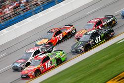 Kyle Busch, Joe Gibbs Racing Toyota, und Kurt Busch, Stewart-Haas Racing Chevrolet