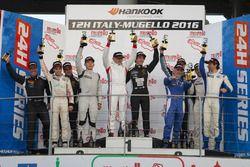 Podio SPX: Ganador #77 GDL Team Asia Lamborghini Huracan Super Trofeo: Gianluca De Lorenzi, Giacomo