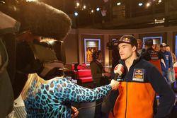 Tweevoudig MX2-kampioen Jeffrey Herlings wordt geïnterviewd door RTV Drenthe