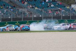 Jason Bright, Brad Jones Racing Holden se crashe