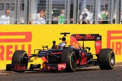 Daniel Ricciardo, Red Bull Racing RB12 celebra su tercer puesto en el final de la carrera
