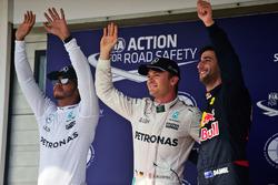 Le top 3 des qualifications dans le parc fermé : le second Lewis Hamilton, Mercedes AMG F1, le poleman Nico Rosberg, Mercedes AMG F1, le troisième Daniel Ricciardo, Red Bull Racing