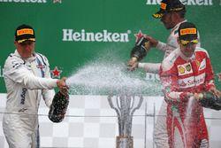 Valtteri Bottas, Williams Martini Racing FW38 and Sebastian Vettel, Scuderia Ferrari SF16-H