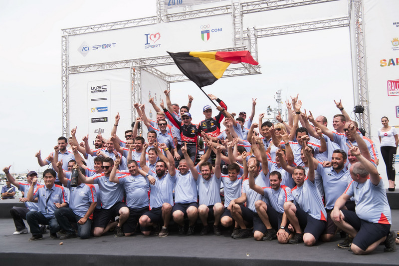Thierry Neuville, Nicolas Gilsoul, Hyundai i20 WRC, Hyundai Motorsport and the team celebrate the po