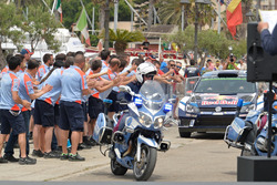 Яри-Матти Латвала и Миикка Анттила, Volkswagen Polo WRC, Volkswagen Motorsport, полицейский кортеж
