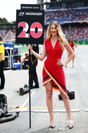 Grid girl for Kevin Magnussen, Renault Sport F1 Team