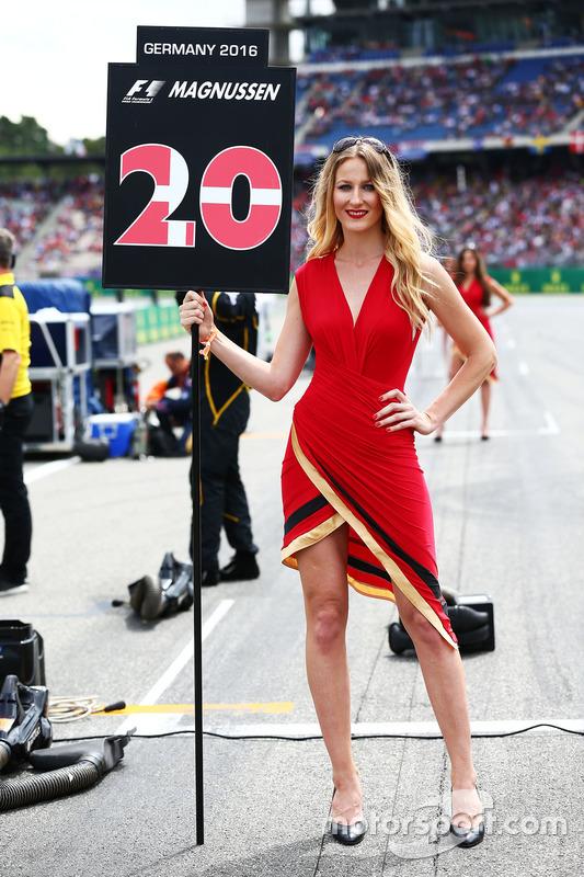 La grid girl di Kevin Magnussen, Renault Sport F1 Team