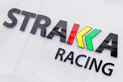 Strakka Racing zona de Paddock y logo