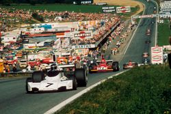 Carlos Reutemann, Brabham BT44; Niki Lauda, Ferrari 312B3