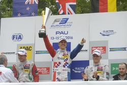 Подиум: Ник Кэссиди, Prema Powerteam Dallara F312 – Mercedes-Benz, Бен Барникот, HitechGP Dallara F3