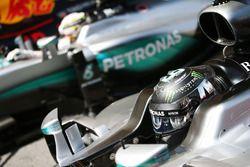 Nico Rosberg, Mercedes AMG F1 W07 Hybrid and team mate Lewis Hamilton, Mercedes AMG F1 W07 Hybrid in