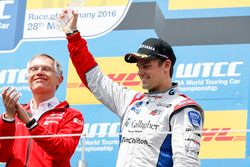 Podium: Tom Chilton, Sébastien Loeb Racing, Citroën C-Elysée WTCC