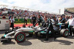 Lewis Hamilton, Mercedes AMG F1 W07 Hybrid en la parrilla