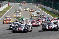 Start: #1 Porsche Team Porsche 919 Hybrid: Timo Bernhard, Mark Webber, Brendon Hartley leads