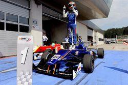 Il vincitore della gara Colton Herta, Carlin Motorsport
