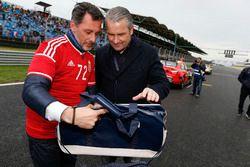 Ungarischer Fußballtrainer Bernd Storck mit François Ribeiro, Eurosport Motorsport Direktor