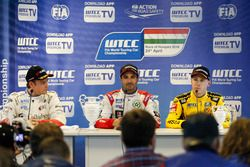 Conférence de presse : le deuxième, Tom Chilton, Sébastien Loeb Racing, Citroën C-Elysée WTCC; le vainqueur Mehdi Bennani, Sébastien Loeb Racing, Citroën C-Elysée WTCC; le troisième, Nicky Catsburg, LADA Sport Rosneft, Lada Vesta