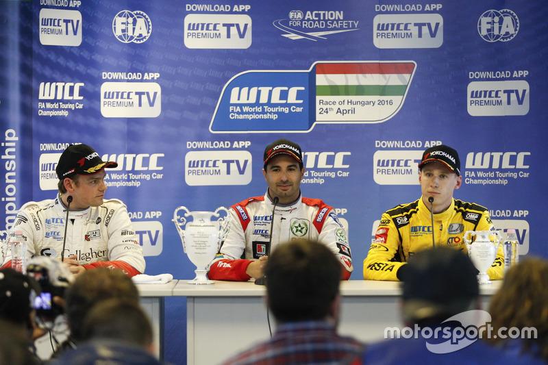 Прес-конференція: друге місце Том Чілтон, Sébastien Loeb Racing, Citroën C-Elysée WTCC; переможець М