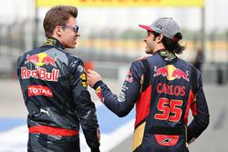Daniil Kvyat, Red Bull Racing and Carlos Sainz Jr., Scuderia Toro Rosso