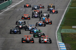 Arrancada: Lando Norris, Josef Kaufmann Racing líder