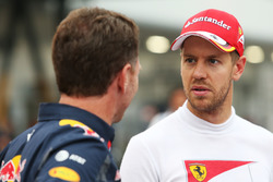 (De izquierda a derecha): El director de Red Bull, Christian Horner, con el piloto de Ferrari, Sebas