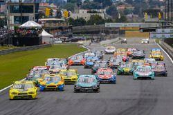 Largada en Curitiba - apertura de Stock Car 2016 - Carrera de parejas