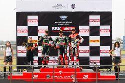 Podio: el segundo, Jonathan Rea, Kawasaki Racing Team, Tom Sykes Kawasaki Racing Team y el tercer lu