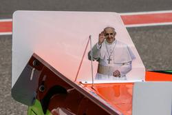Изображение папы Франциска на машине Джонатана Кастеллано, Castellano Power Team Dodge