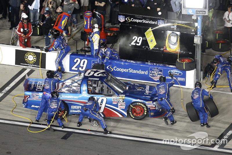 Pit stop Tyler Reddick, Brad Keselowski Racing Ford