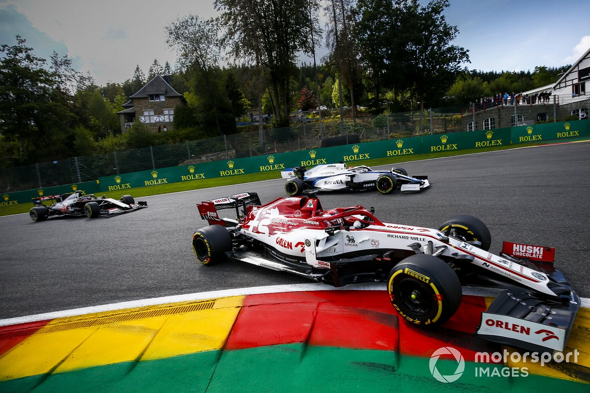 Kimi Raikkonen, Alfa Romeo Racing C39, George Russell, Williams FW43, Kevin Magnussen, Haas VF-20