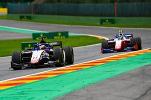 Louis Deletraz, Charouz Racing System, leads Robert Shwartzman, Prema Racing