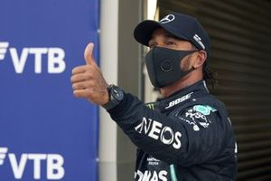Lewis Hamilton, Mercedes-AMG F1, gives a thumbs up after securing pole