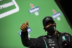 Ganador de la pole position Lewis Hamilton, Mercedes-AMG F1