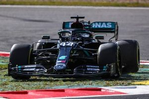 Lewis Hamilton, Mercedes F1 W11, cuts a corner