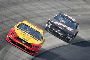 Joey Logano, Team Penske, Ford Mustang Shell Pennzoil, Clint Bowyer, Stewart-Haas Racing, Ford Mustang Haas Automation