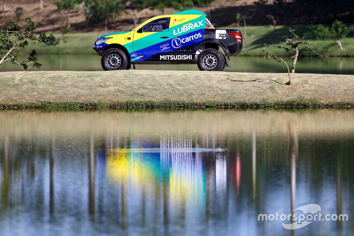 Mitsubishi L200 Triton Sport Racing pilotada por Guiga Spinelli