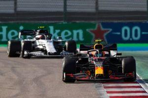 Alex Albon, Red Bull Racing RB16, Pierre Gasly, AlphaTauri AT01