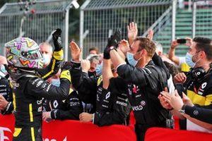 Third place Daniel Ricciardo, Renault F1 Team celebrate in parc ferme