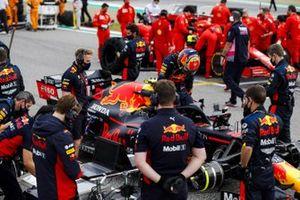 Alex Albon, Red Bull Racing, arrives on the grid