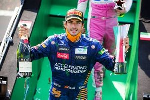 Carlos Sainz Jr., McLaren celebrates on the podium with the chamapgne and the trophy