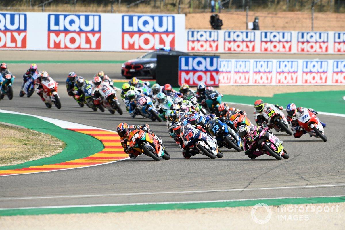 Salida: Raul Fernandez, Red Bull KTM Ajo leads