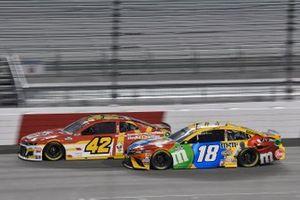 Kyle Busch, Joe Gibbs Racing, Toyota Camry M&M's Matt Kenseth, Chip Ganassi Racing, Chevrolet Camaro McDonald's