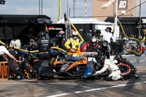 Oliver Askew, Arrow McLaren SP Chevrolet, pit stop