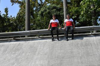 Charles Leclerc, Alfa Romeo Sauber F1 Team ve Xevi Pujolar, Alfa Romeo Sauber F1 Team Monza oval virajında